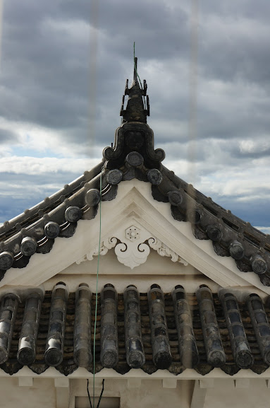 A closer look at the ornamental roof decorations
