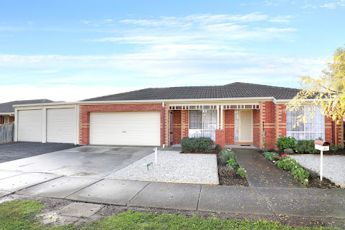 Photo of property at 25 Alexandra Avenue, Hoppers Crossing 3029