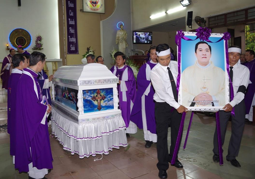 Thánh lễ an táng Cha Giuse Trần Ngọc Tâm - Chánh xứ Xuân Đức - Ảnh minh hoạ 33