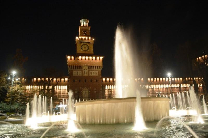 Piazza Castello a Milano di lando