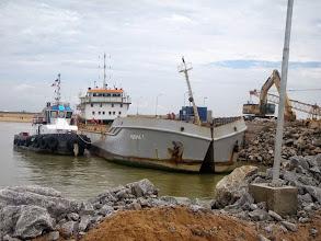 Photo: Embarcações na construção do Porto do Açu -Abril 2014 - G. Belarmindo