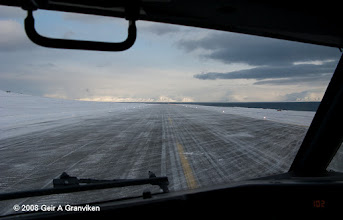 Photo: Taxiing into takeoff position at Svalbard airport, Longyear (LYR/ENSB)