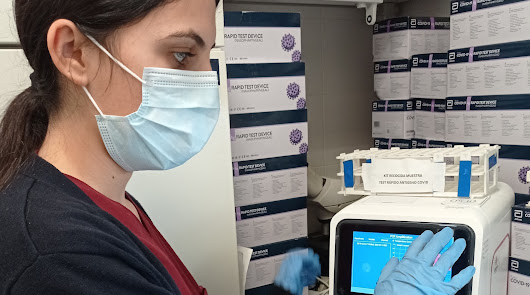 """VithasLab dota de equipos  de PCRs """"a pie de cama"""""""