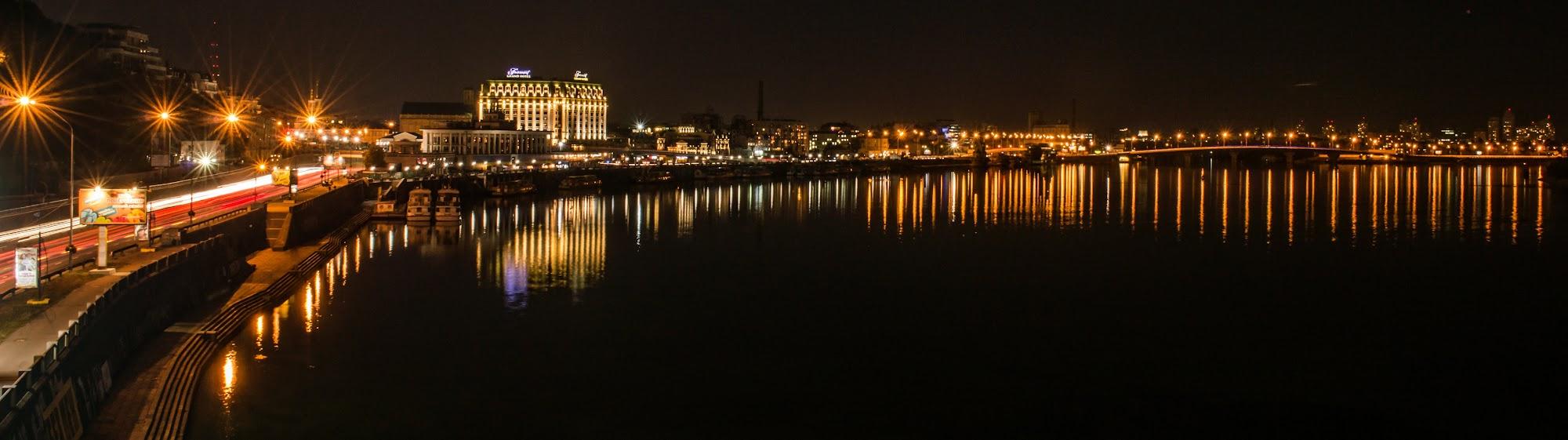 Київ з пішоходного мосту