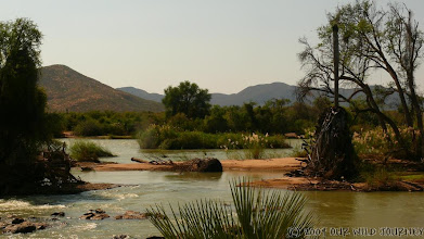 Photo: Za řekou Kunene je Angola / Angola behind Kunene river