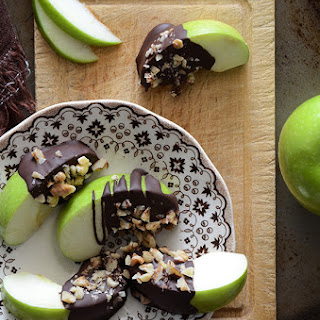 Healthy Candy Apple Wedges {Paleo}.