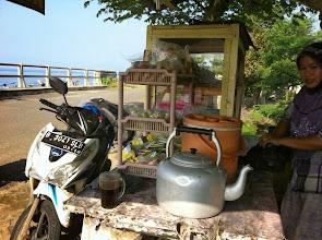 Photo: Parada para un café, en la ruta Kalianda-Bakauheni (Sumatra)