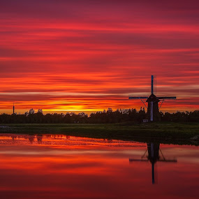 The beautiful sunset of 8th August 2015 at Pendrecht windmill by Rémon Lourier - Landscapes Sunsets & Sunrises