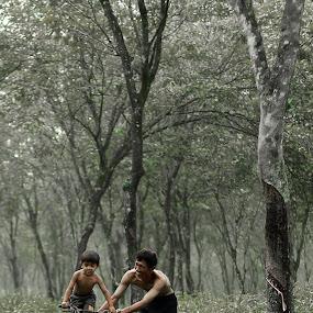 Bycicling with dad... by Baron Danardono Wibowo - People Family