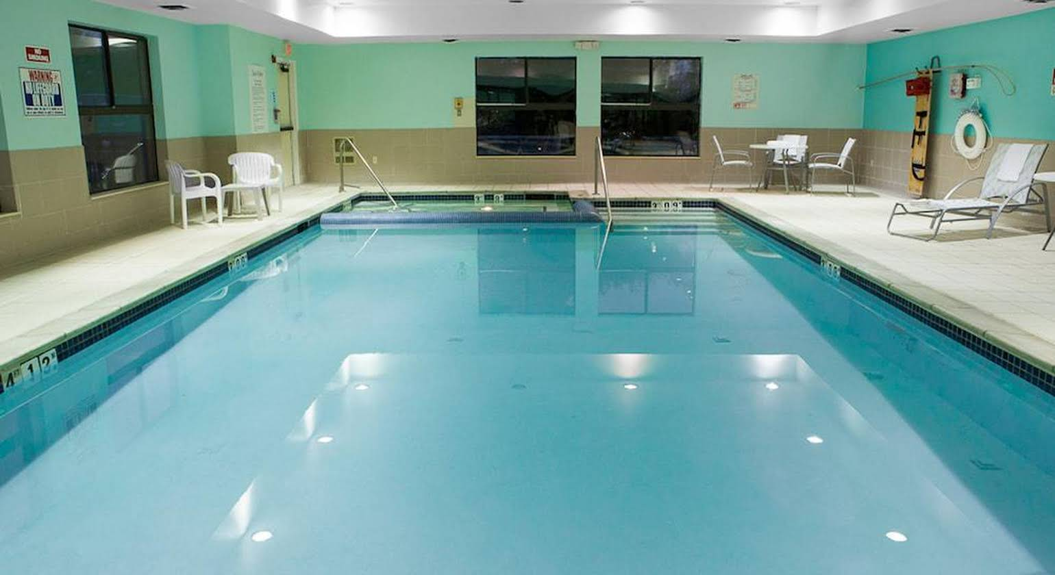 Holiday Inn Express Hotel & Suites Canton