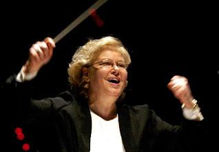 Photo: Eva MICHNIK, Leiterin der Oper Wroclaw und auch Dirigentin. Zu unserem Interview mit Dr. Klaus Billand (September 2009)