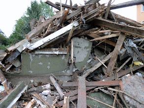 Photo: Die Einsturzgefahr ist gebannt! Der Schutt wird wohl bis zum St.-Nimmerleinstag liegen bleiben. Gute Nachricht: Das Grundstück ist verkauft und soll wieder bebaut werden (Dezember 2010)!