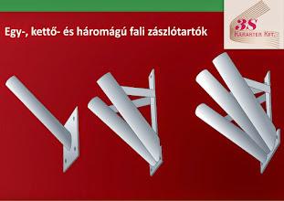 Photo: Fali zászlótartók.