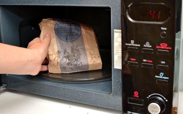 Những loại thực phẩm không nên hâm nóng bằng lò vi sóng nếu không muốn chúng phát nổ hay tích tụ chất độc - Ảnh 3.