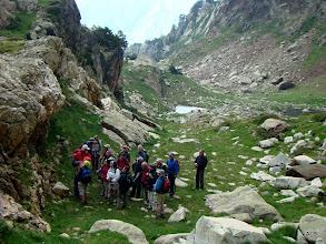 Photo: Joan imparte un curso de escalada.