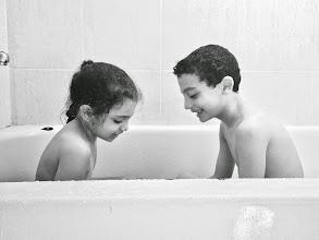 Photo: Hermanitos en la bañera...