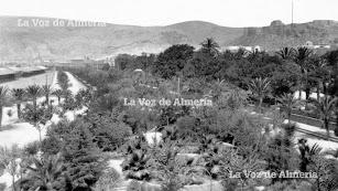 Al Parque le cambiaron el nombre con la República. Le cortaron el del Rey Alfonso XIII y se lo dedicaron al ilustre político don Nicolás Alonso.