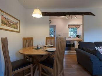 Bronfelin and Troed y Rhiw Holiday Cottages