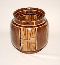Photo: amerikaans noten + Zeebrano + plataan + wengee - h 19 cm b 19 cm  117 stukje + glas verkocht
