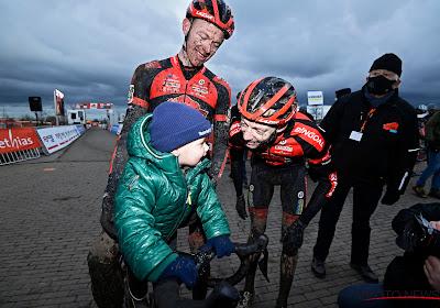 """Michael Vanthourenhout reed voor het laatst samen met broer Dieter: """"Ik denk dat hij het liever zo heeft, zonder publiek"""""""