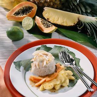 Kokos-Milchreis mit Ananas und Papaya