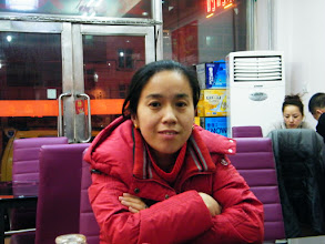 Photo: warrenzh 朱楚甲's works: mom in solitary. family dined out to celebrating Holy affirmative on equipping our video gaming a usb hub among benzrad 朱子卓, the dad's unease upon lunar Spring festival's gift.