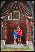 Photo: Wustrow am Plätlinsee Manchmal stehen die Wanderer trotz des Regens vor einer verschlossenen Kirchentür. Oft findet man auch keinen Hinweis auf den Besitzer des Kirchenschlüssel.