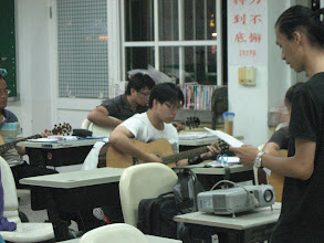 Photo: 20111011頭份(二)一招半式學吉他003