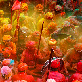 Color Soaked by Jasminder Oberoi - People Street & Candids ( canon 5d mark ii, canon, workshop, festival of colors, rang de, isp, incredible india, nandgaon, holi festival, indian school of photography, photography, holi baithak, indian festival, latth maar holi, holi at nandgaon and barsana, photo tour, festivals, india, holi, colored, photo journalism, masterclass, jas fotography )