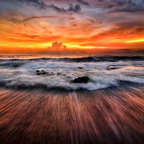 fryfan by Raung Binaia - Landscapes Sunsets & Sunrises ( bali, beach, indonesia sunset )