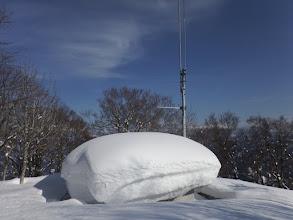 山頂の施設(2mほどの雪が…)