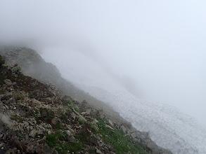 右下に大きな雪田