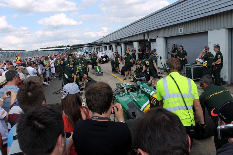 Photo: Caterham practice pit stops