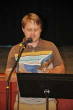 Photo: Jared Leising reads.