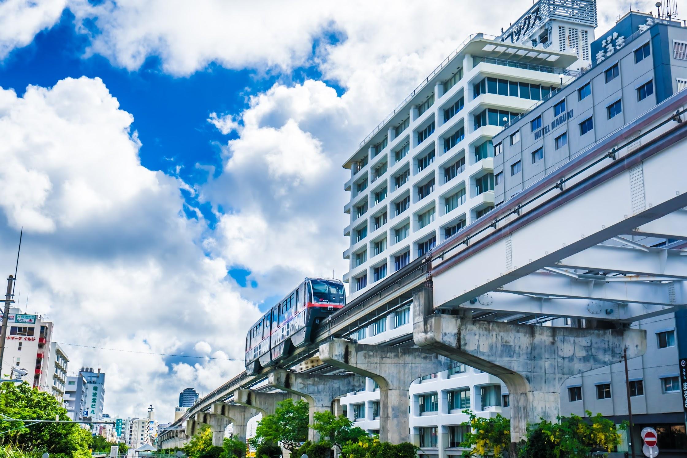 Naha monorail4
