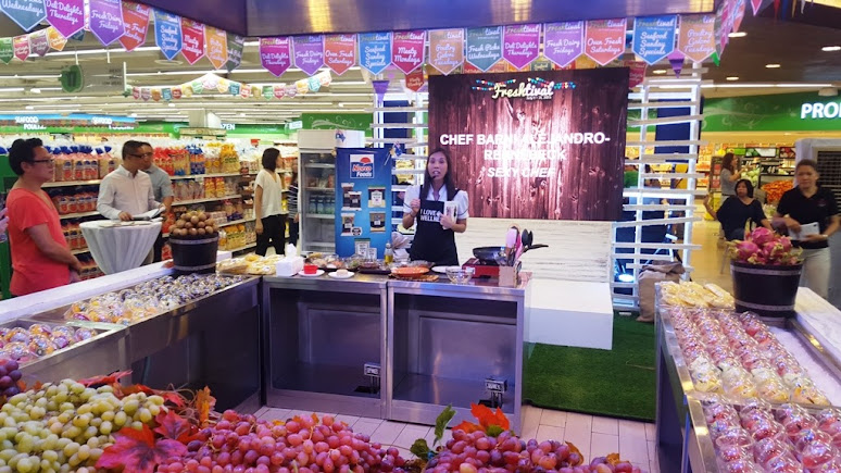 SEXY CHEF BARNI ALEJANDRO-RENNEBECK PREPARES SUMPTUOUS AND HEALTHY MEAL AT FRESHTIVAL 2015