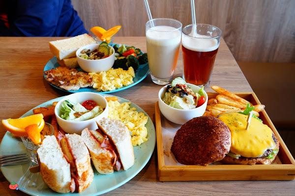 DeMo House戴莫好食屋寵物餐廳/貓咪咖啡廳/早午餐菜單/跟喵喵玩超療癒!
