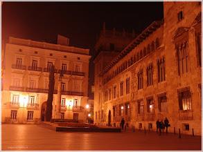Photo: Plaza de Manises ( Valencia).www.viajesenfamilia.it/