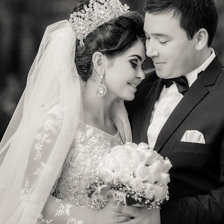Fotógrafo de bodas Parviz Yakhyaev (Yakhyayev). Foto del 18.02.2017