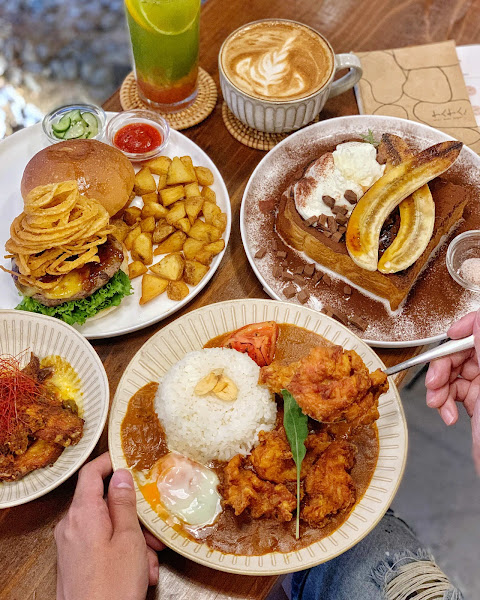 台北美食。Waku Waku Burger わくわく信義區必吃早午餐。日式文青質感店。推薦日系漢堡、咖哩飯、法式吐司