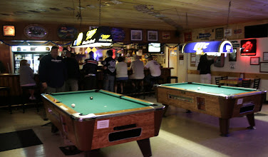 Photo: Niektórzy odpoczywają przy barze...