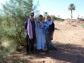 Photo: Trots staan wij bij een door Sahara Roots geplante tamarisk van 2 meter!