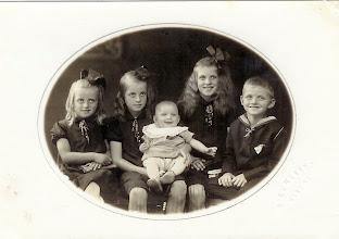Photo: Søren Andersen, Stævnbakgaard, med søskende