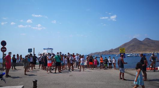 La proliferación de motos acuáticas en la Isleta del Moro preocupa a los vecinos