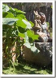 garden-veggies-statue