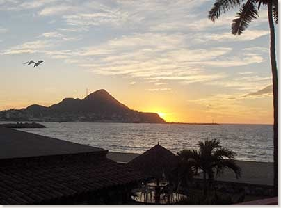 manzanillo-sunset-beachfron