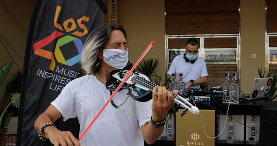 La fiesta Made in Ibiza de Los40 y Náutica llenó la Plaza del Mar en el Toyo
