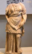 Photo: Dion Museum, leuk randje aan haar tunica