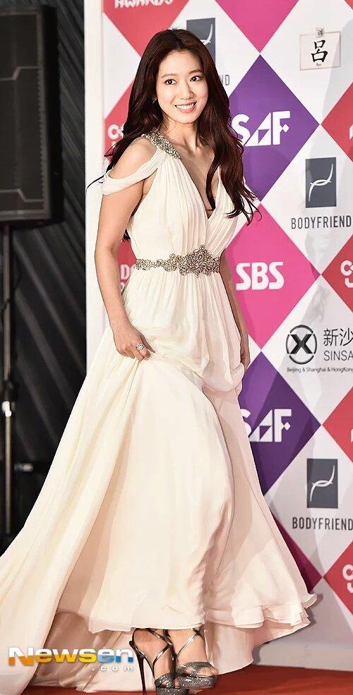 shinhye gown 24
