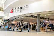 Edcon's business rescue practitioners are opposing a last-minute bid by some creditors to halt talks to save the retail giant from collapse.